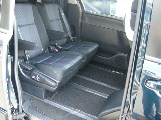 ネッツトヨタ静浜ディーラカスタムASKのミニバン用内装アイテムベッドキットは車中泊に最適です。