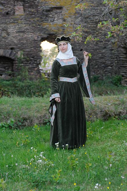 Mittelalterkleid mit Tropetenärmeln um 13. Jht.( Elisabth von Sponheim)