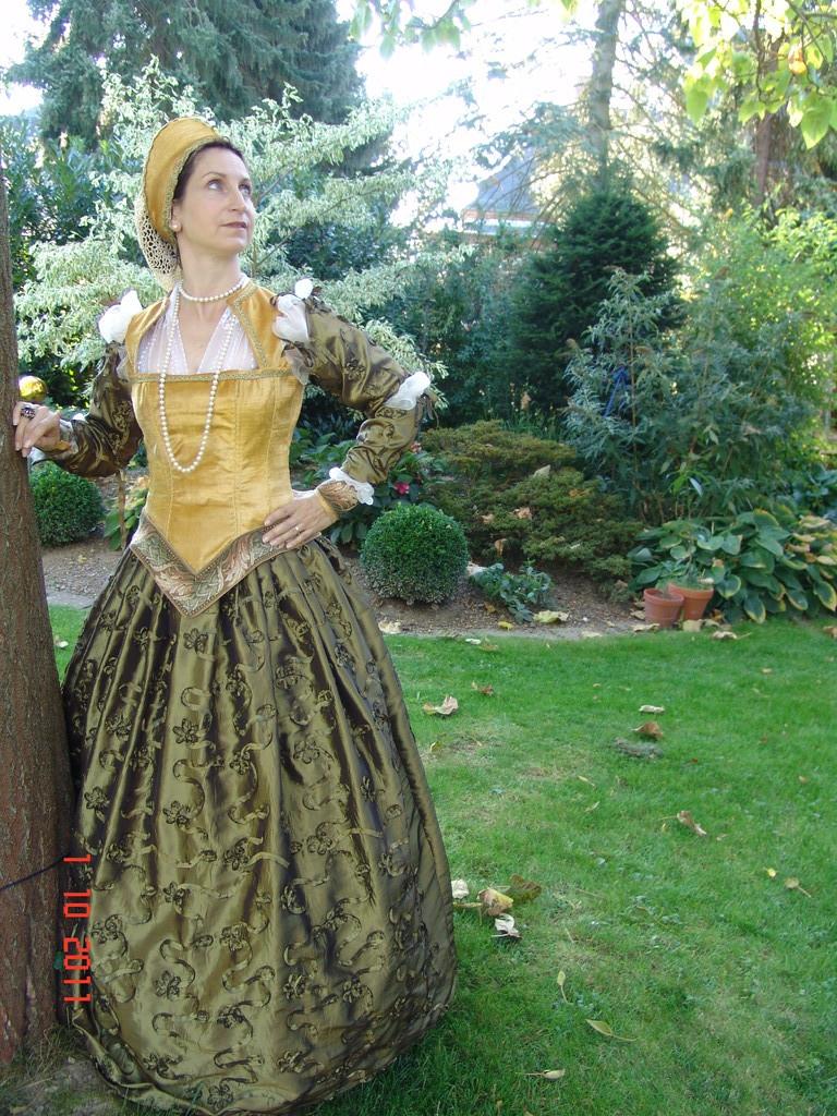 Renaissancekleid mit French Hood, um 15.Jht.( Herzogin Beatrix von Baden)