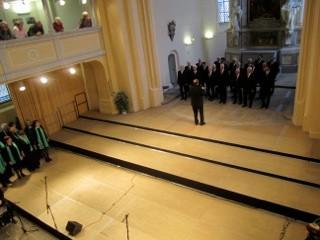 Trialoge - auf zum Treff aller Stimmgruppen auf der Treppe