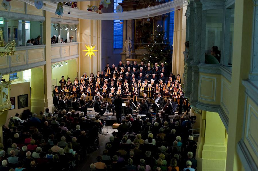 Weihnachtskonzert des Stadtchor Freiberg e.V. mit Engel-Decken-Dekoration