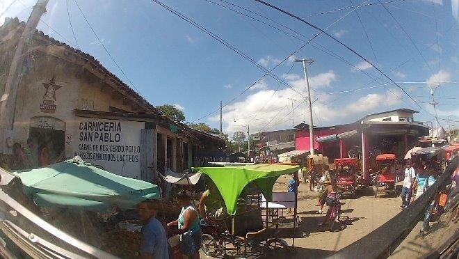 Ortsdurchfahrt in Rivas