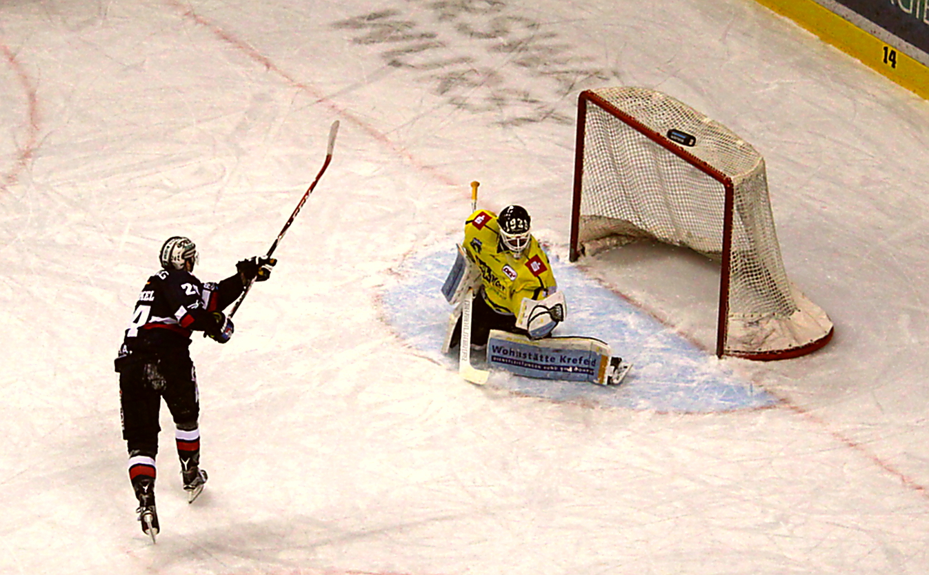 Andre Rankel - kein Glück mit seinem Penalty Foto: Stefan Wenske