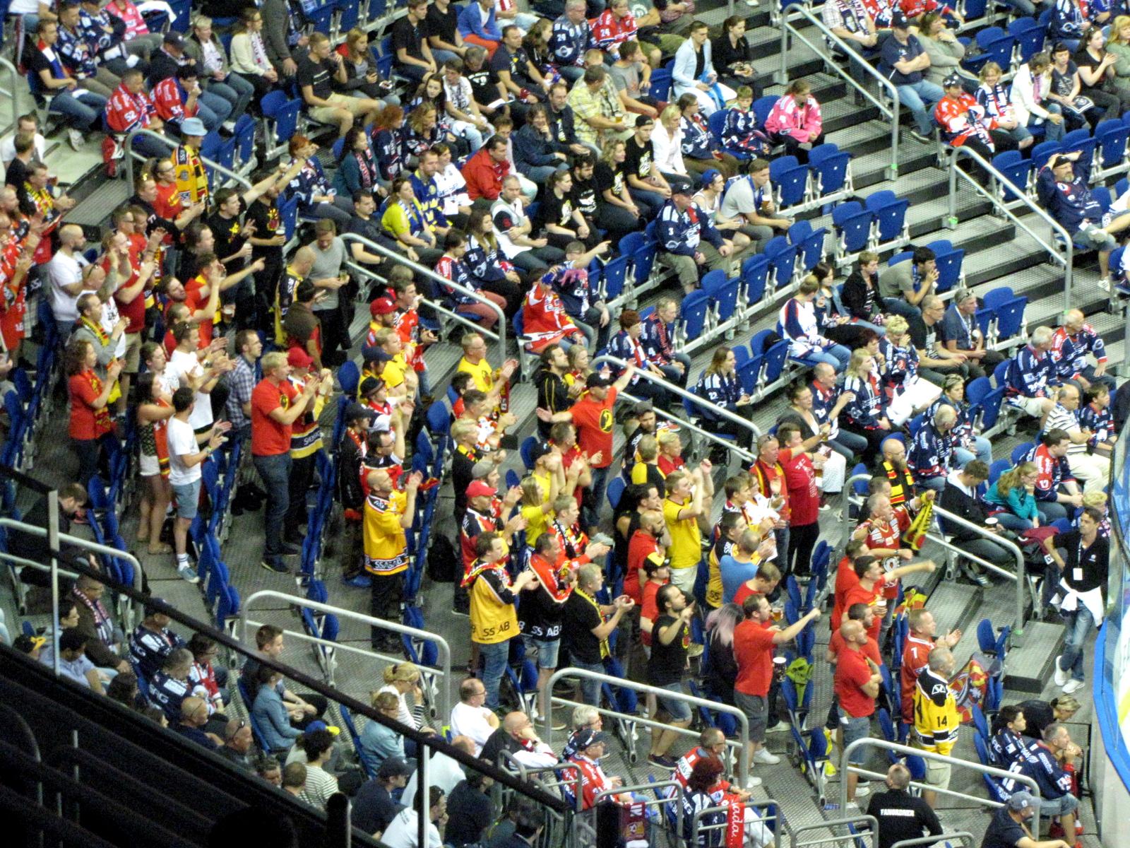 Fans aus Lulea. Foto: Stefan Wenske