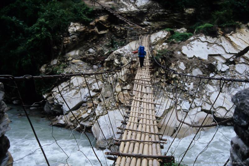 """Nepal 1999, """"New Bridge"""" (so heisst diese Brücke tatsächlich)"""