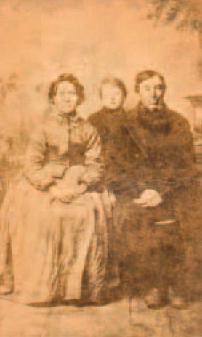 Detlef Krumbeck mit seinen Eltern im Jahre 1873