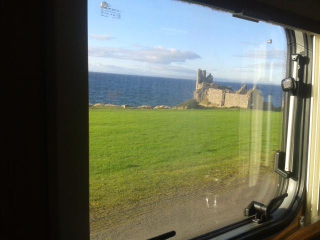 Schottland_Dunure Castle_Reisetagebuch_Reiseblog_Wohnmobil_Die Roadies_Hund