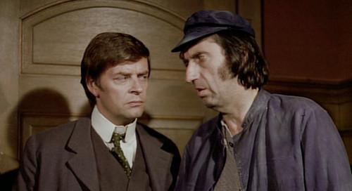 L'inspecteur est celui de gauche, bein entendu !