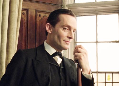 Mais à quoi tu penses, Sherlock, avec cet air mutin ??