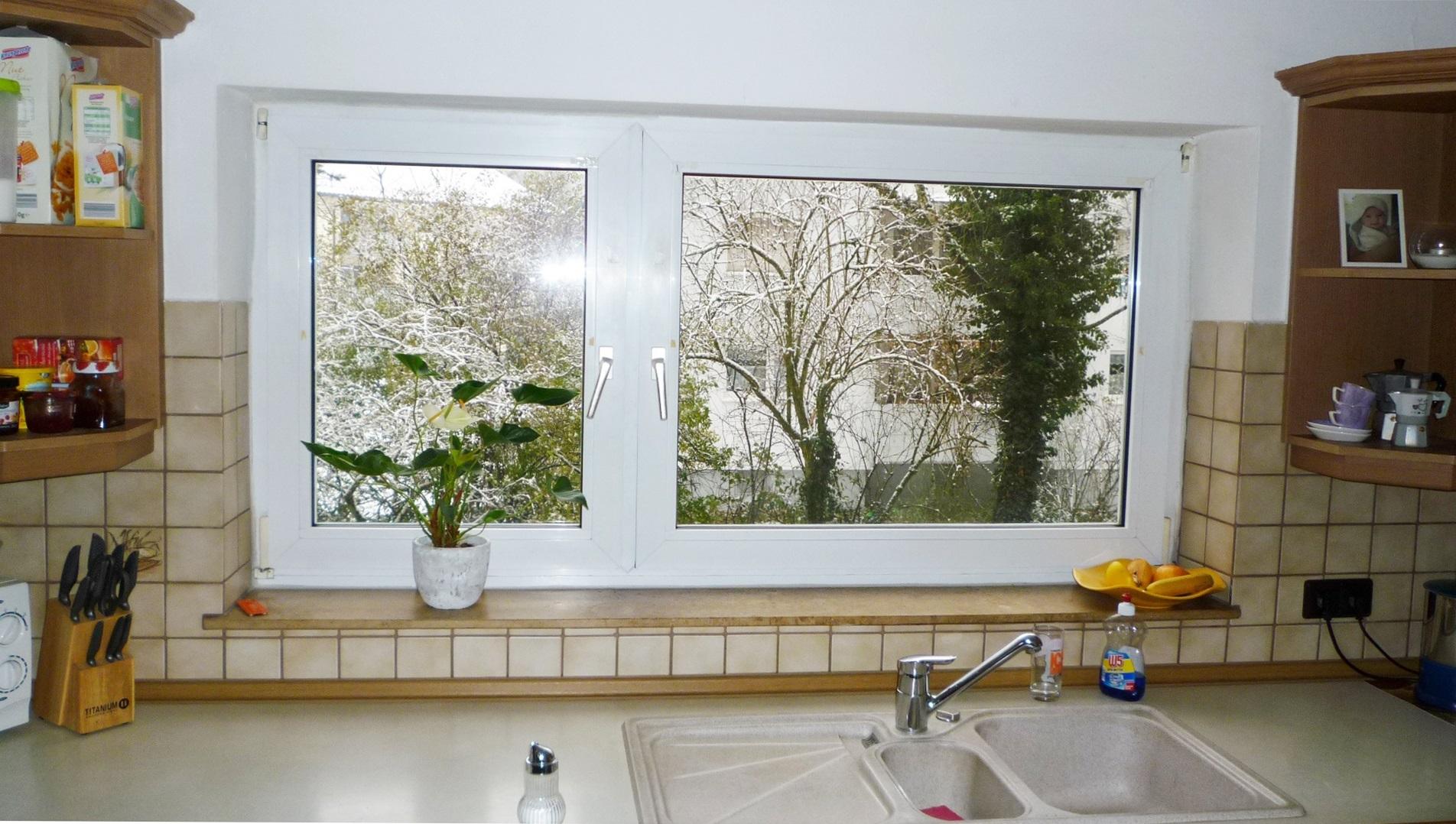 Küche mit großem Fenster