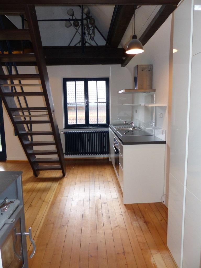 Wohnküche mit Treppe ins 2. DG