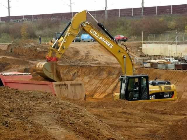 CAT 324 DLN Schaufelinhalt 2m³ und einem Gewicht von 28 Tonnen