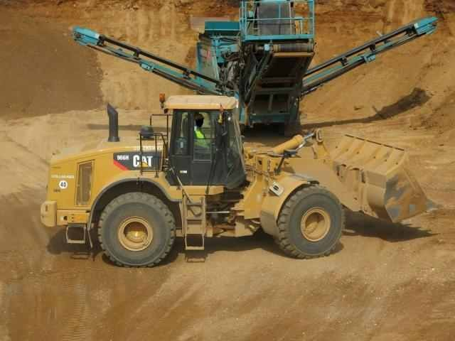 CAT 966 H und Powerscreen Chieftain 2100 X Track