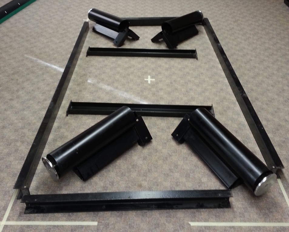 Anordnen des Untergestells eines Kim-Steel Billardtisches