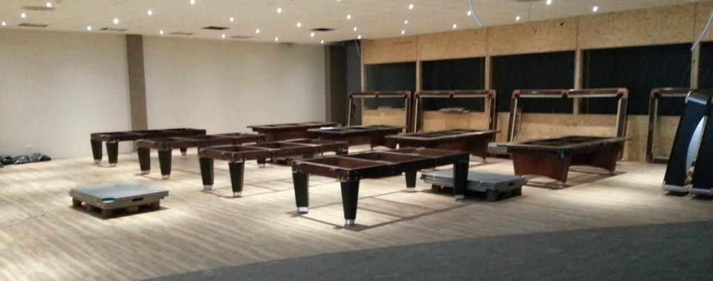 Einrichten eines Billardcafes: Aufbau der Billardtische Untergestelle/ Tag 1