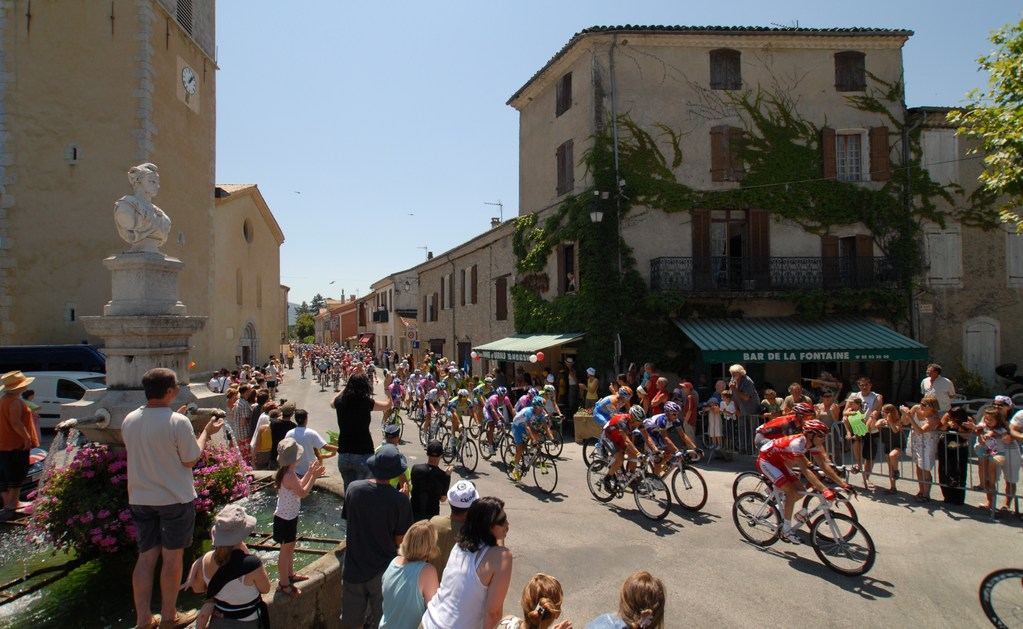 The Tour de France races through Ribiers 2011