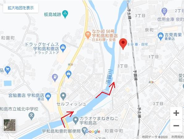 宮脇書店前の道を川沿いに曲がってください。