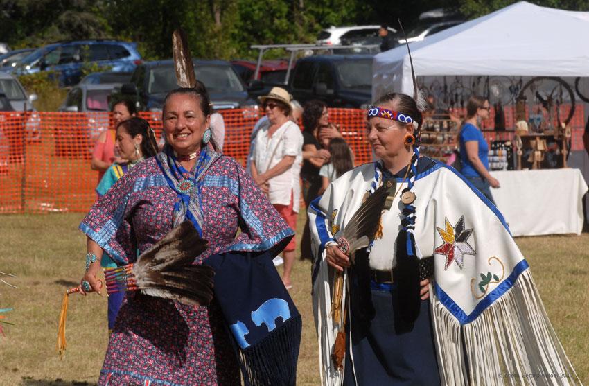 Mireille Casavant (à gauche) et Lyne Dionne, Pow Wow de Kanesatake