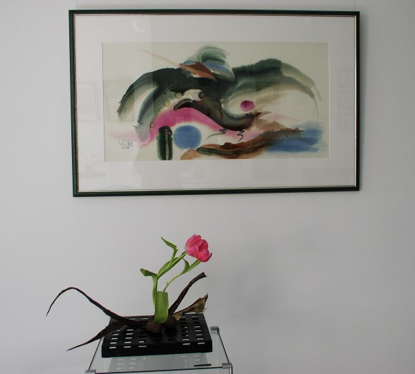 Bild auf Seide und Tulpen-Arrangement