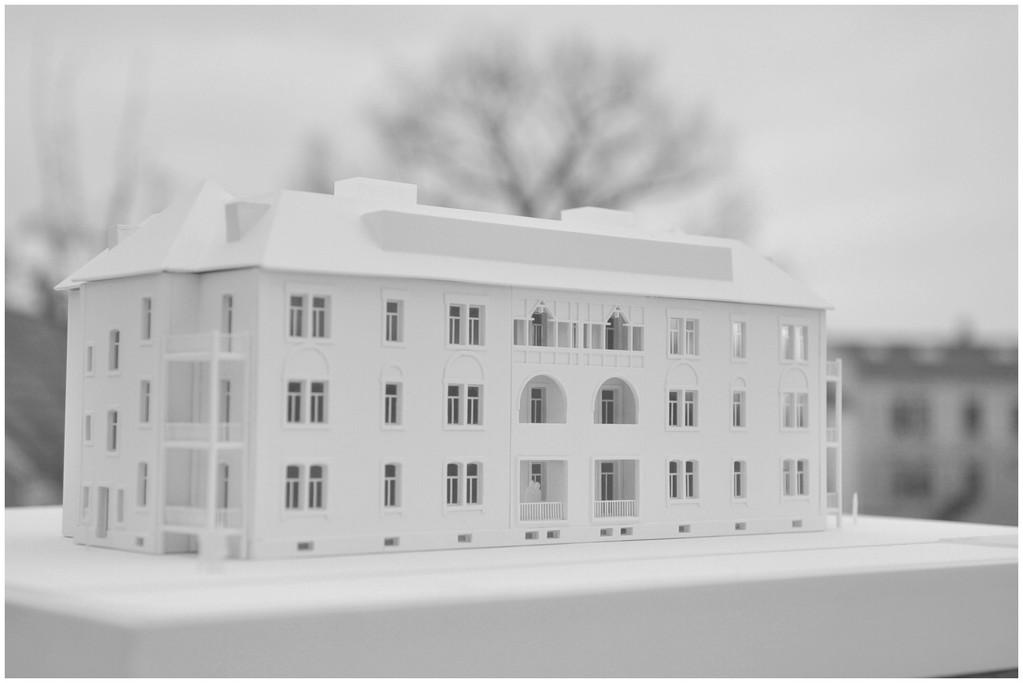 Modell zu Sanierung und Umbau eines denkmalgeschützten Mehrfamilienhauses in Heidenau