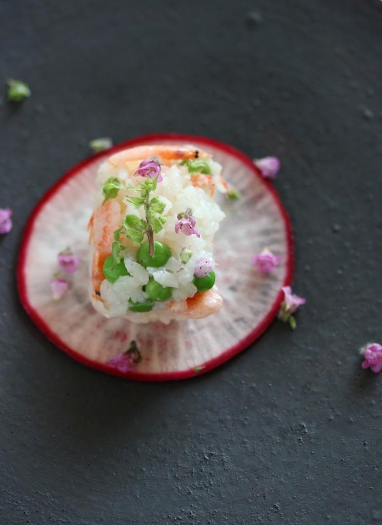グリンピースと桜エビのご飯 赤カブ漬けと