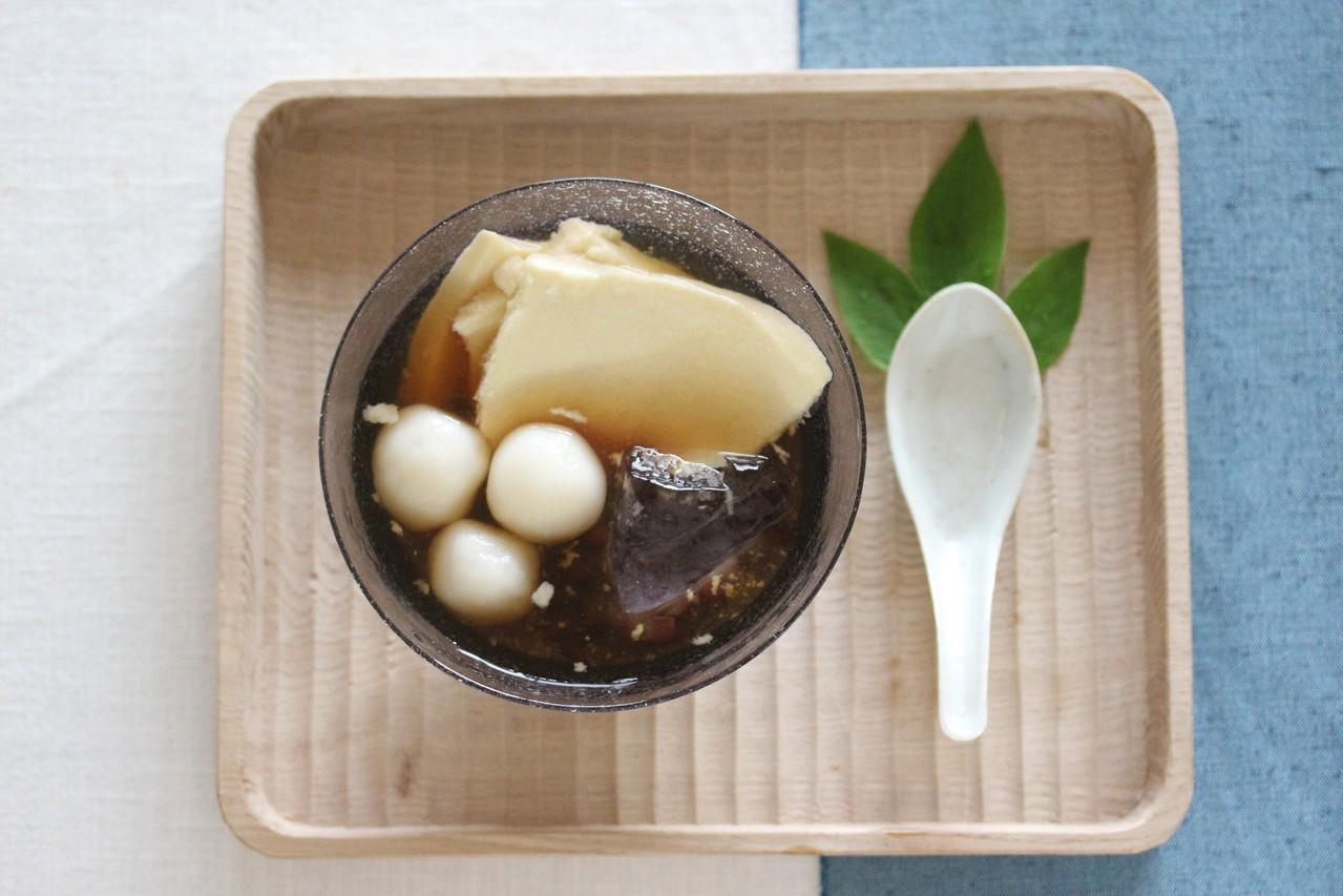 小豆と白玉、生姜シロップの冷たい豆花