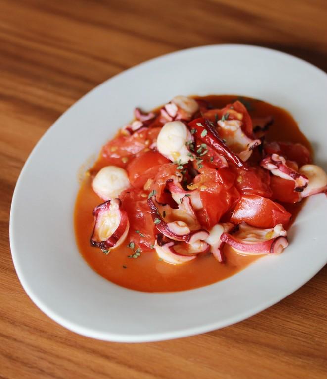タコとトマトの炒め 章魚炒蕃茄