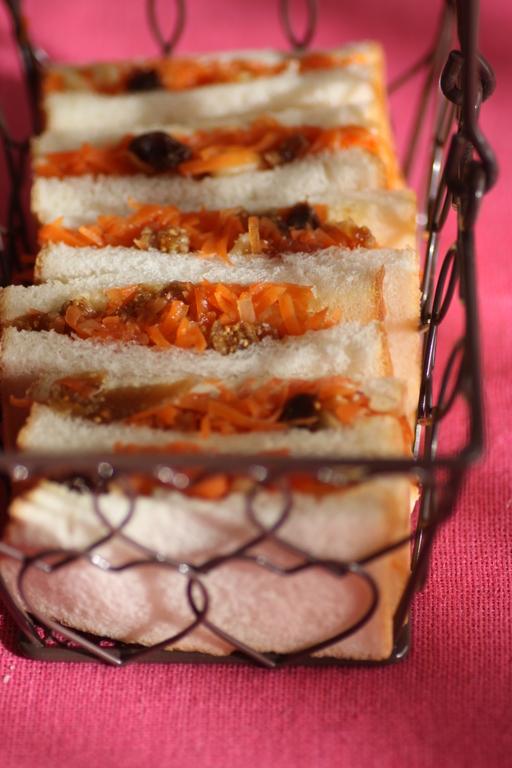にんじんとフルーツの潤いのサンドイッチ