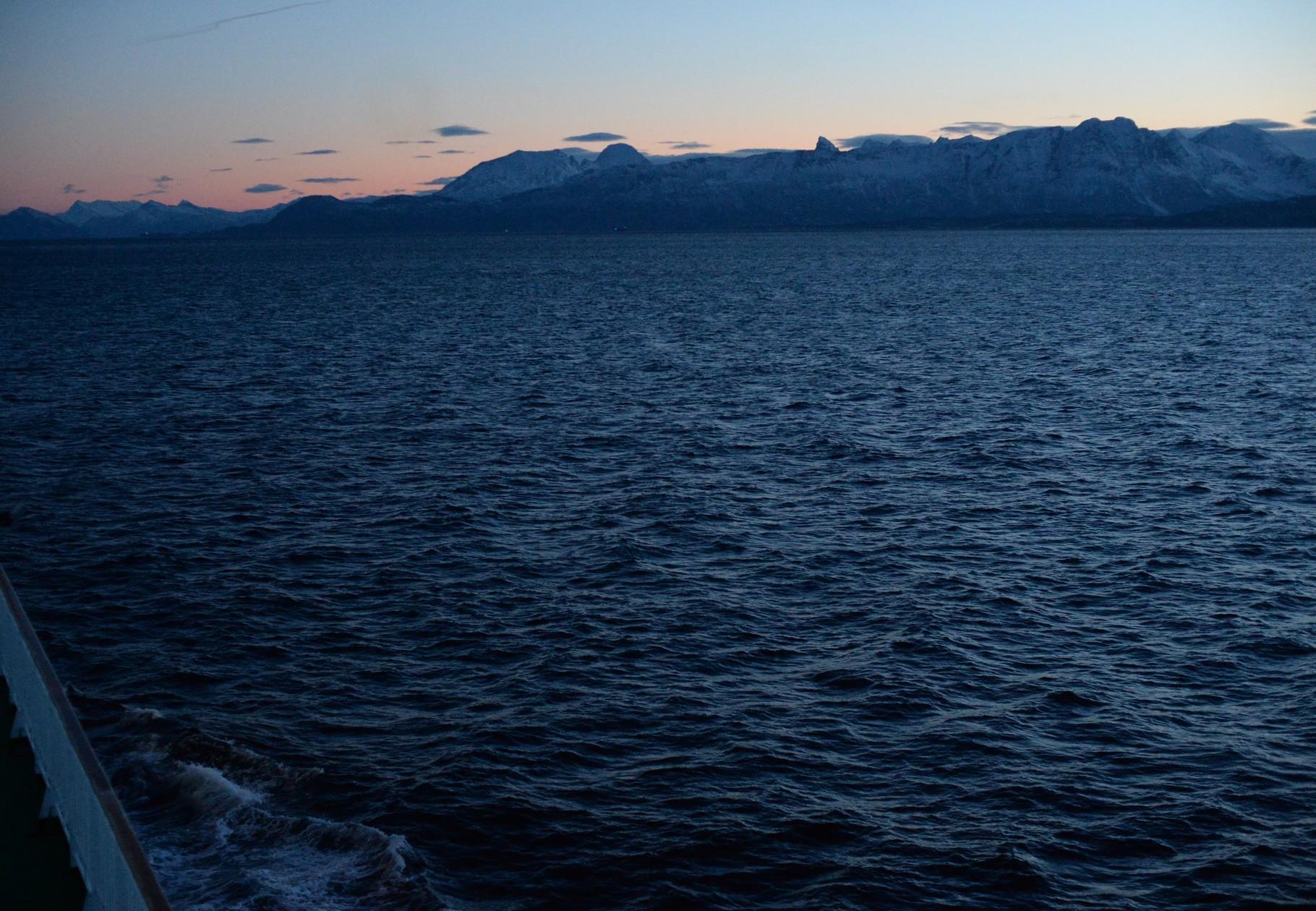 Bild 10-181 - An klaren Tagen - wenn es dunkelt - hoffen alle auf ein Nordlicht