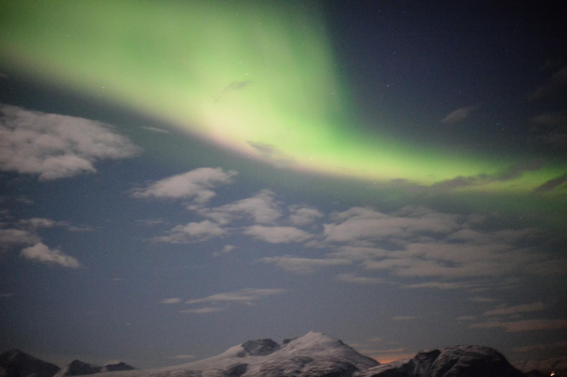 Bild 10-198 - Polarlichter erscheinen in einer Höhe von 70 bis 1000 Kilometer als rotes, bläuliches oder grünliches Glühen