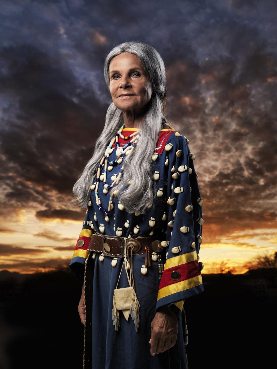 Eva Holzapfel als Die Taube des Westens