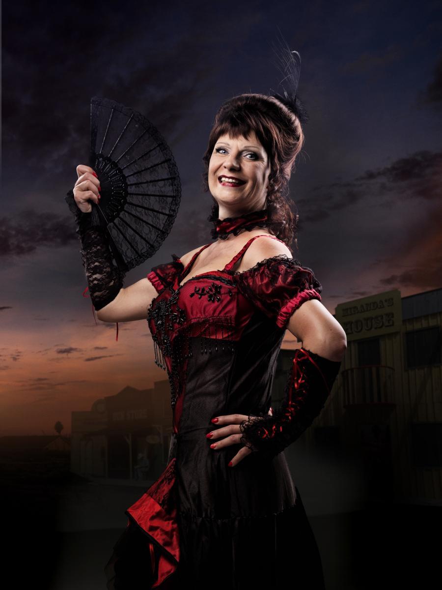 Velia Krause als Señorita Miranda