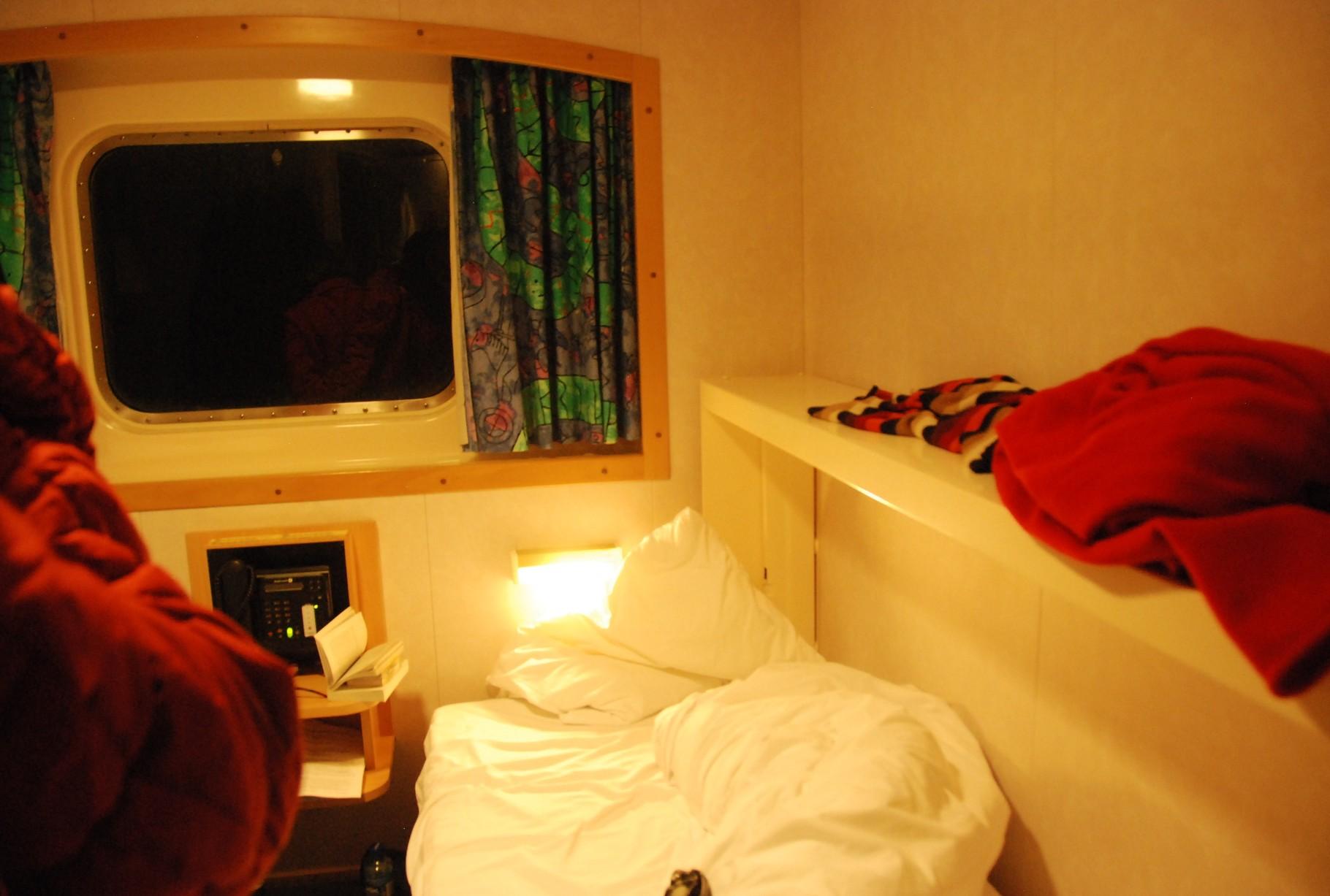 Bild 10-184 - Ob Mitternacht oder später - raus aus dem Bett, raus aus den Kabinen