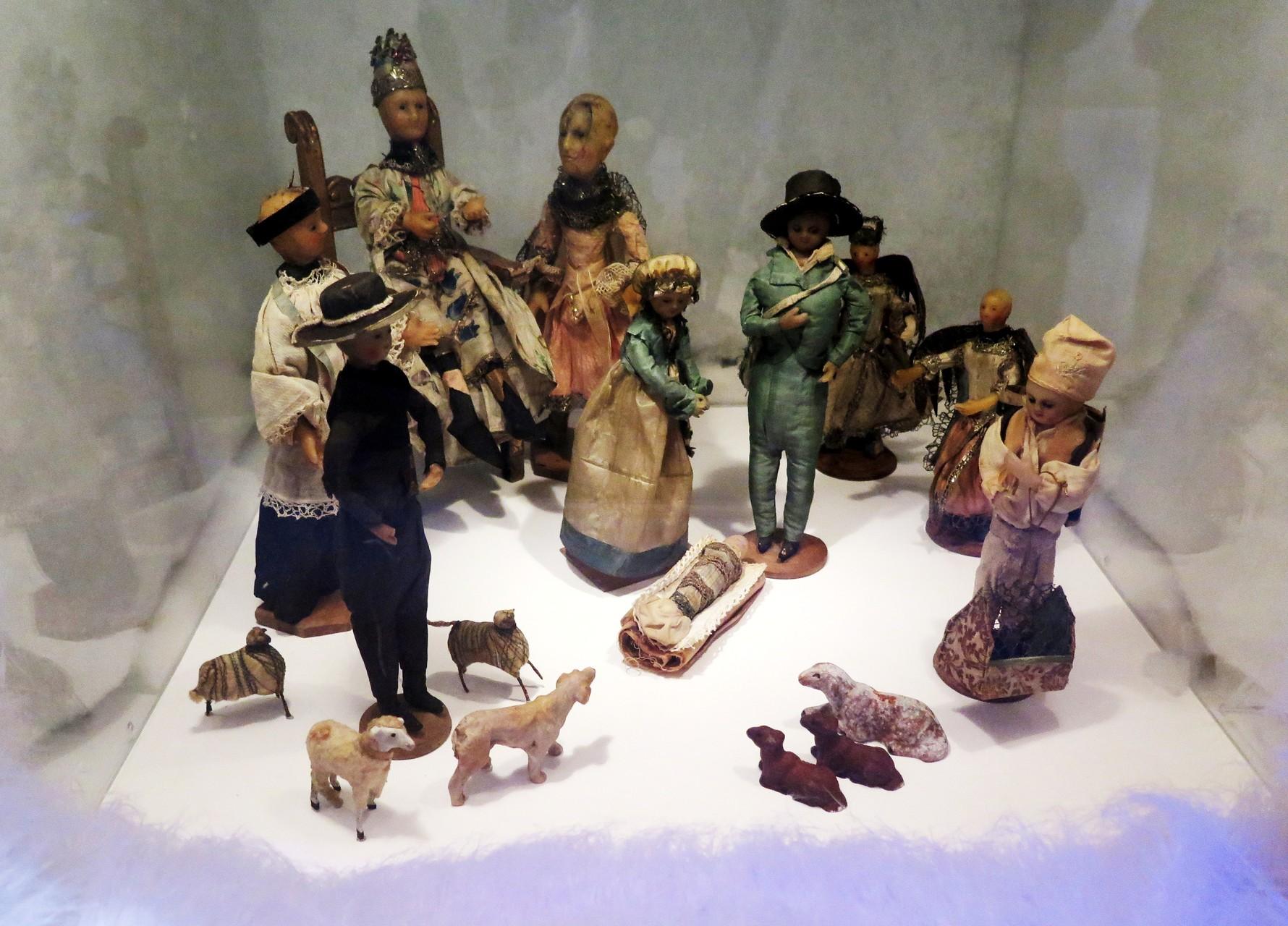 Krippe aus kostbaren Puppen (0m 1800)