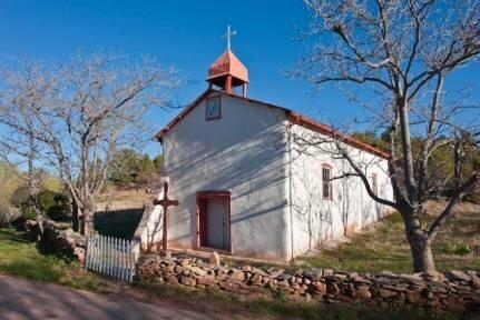 Ergänzung: Ein interessanter Bilderbogen von Kirchen in New Mexiko, hier auf Pinterest (Peter Züllig)