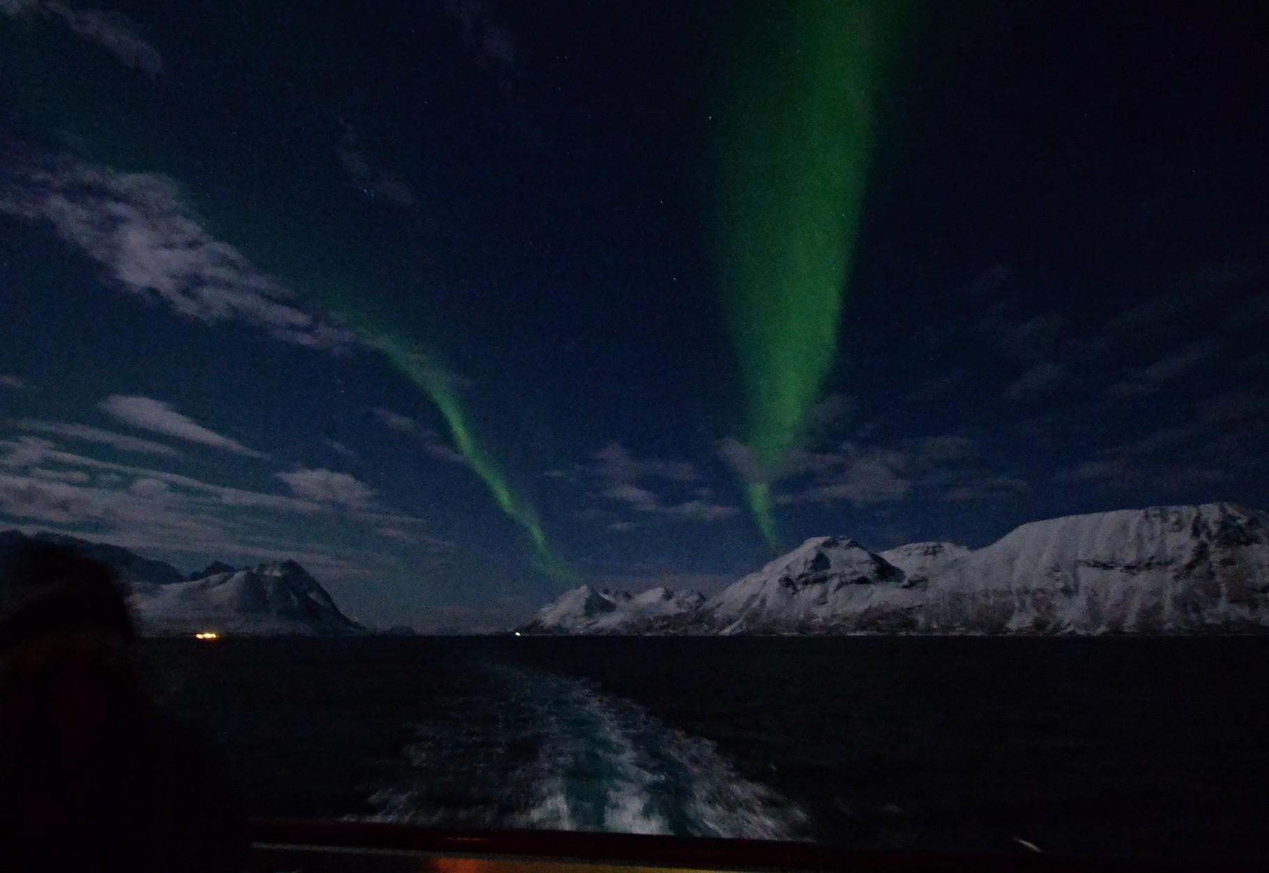 Bild 10-185 - Das Schiff gleitet im Mondschein  dahin