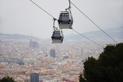 Seilbahn über der Stadt Barcelona           Foto: Raphaela C. Näger  / pixelio.de