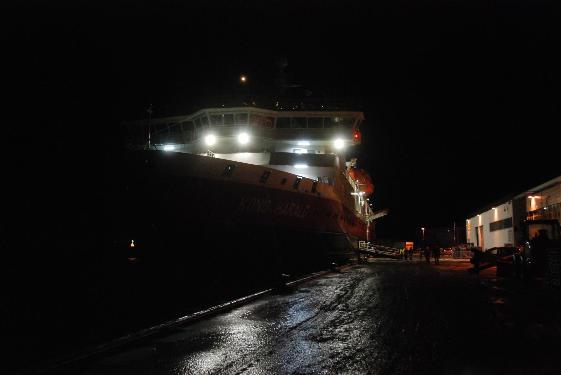 Bild 10-182 - Noch liegt das Schiff im Hafen - der Mond leuchtet verheissungsvoll