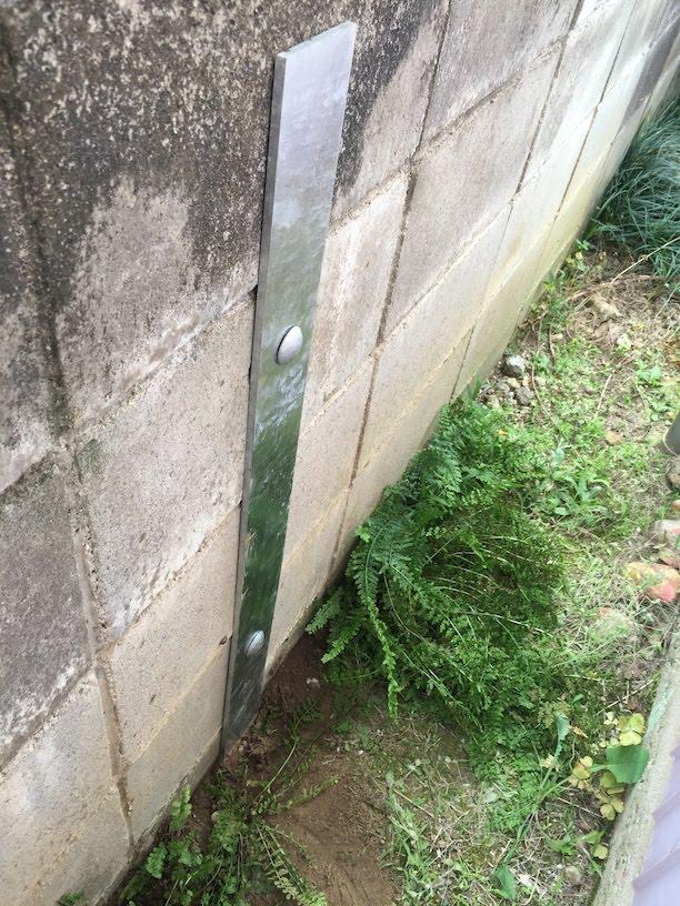 フィットパワーに寄って非常に酢っきりと補強されているコンクリートブロック塀