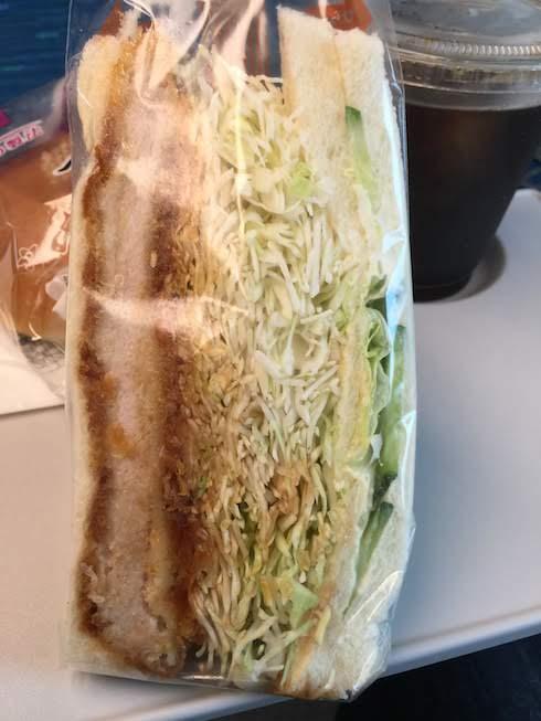 最近のお気に入りは名古屋駅東京行きホームにあるピークコーヒーさんのサンドイッチ
