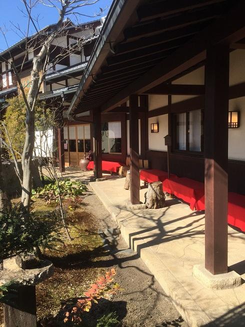 ここで和庭を眺めながら和菓子が食べたいです!!!