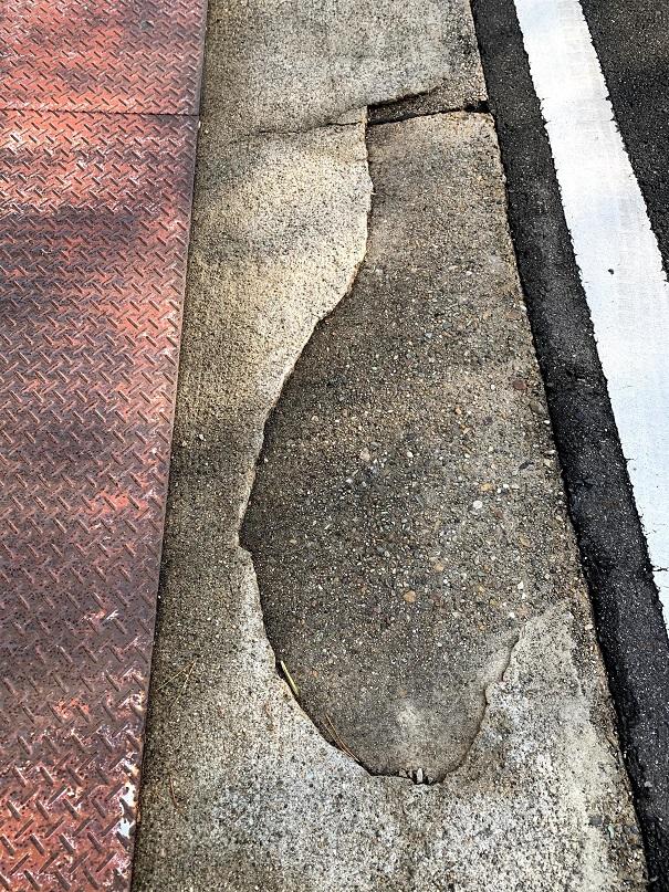 コンクリートが薄いと割れちゃいます!