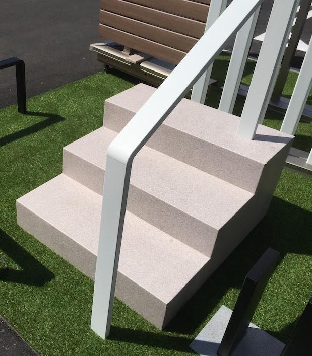 階段手すりとして使うデザインナーズレール