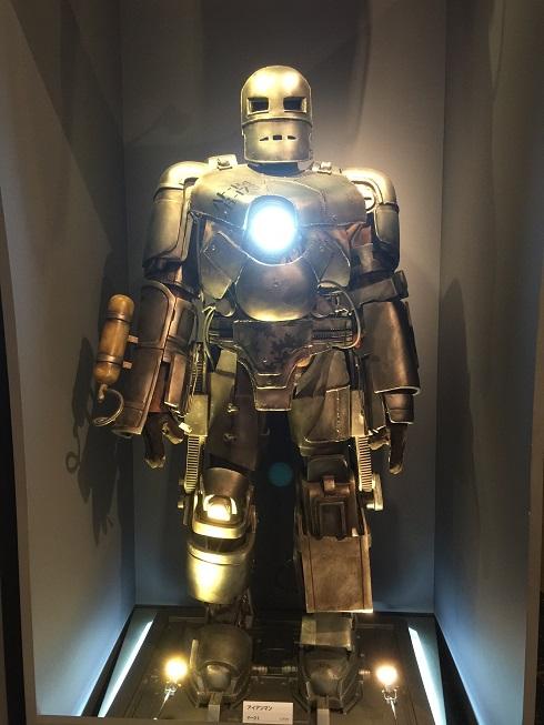 トニー・スタークが洞窟から抜け出した時に作ったアイアンマン