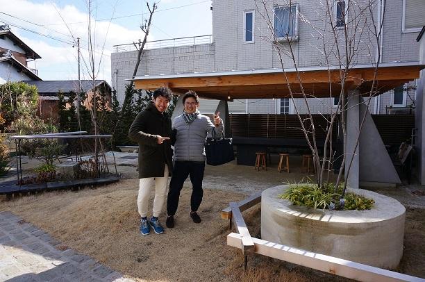 岐阜景観賞を受賞された名和さんと一緒に素敵な庭で笑顔のガーデンドクター柴ちゃん