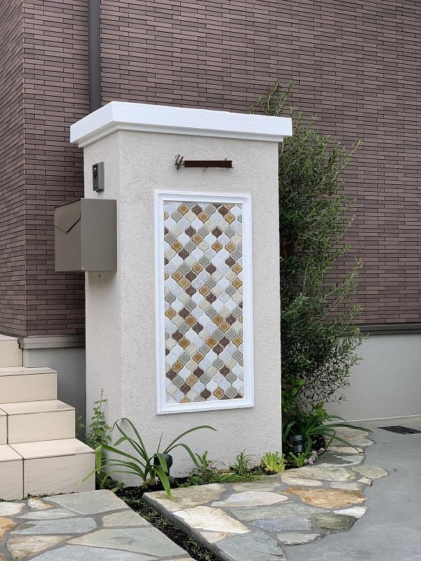 玄関先のポストの使い勝手、インターホンの高さ、確りと計算してデザインされています。