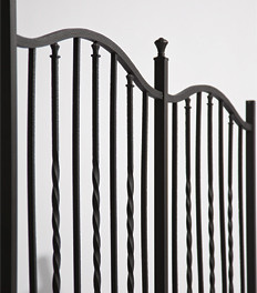 アルミ鋳物フェンス 鋳型に入れて成型をしているタイプのフェンス