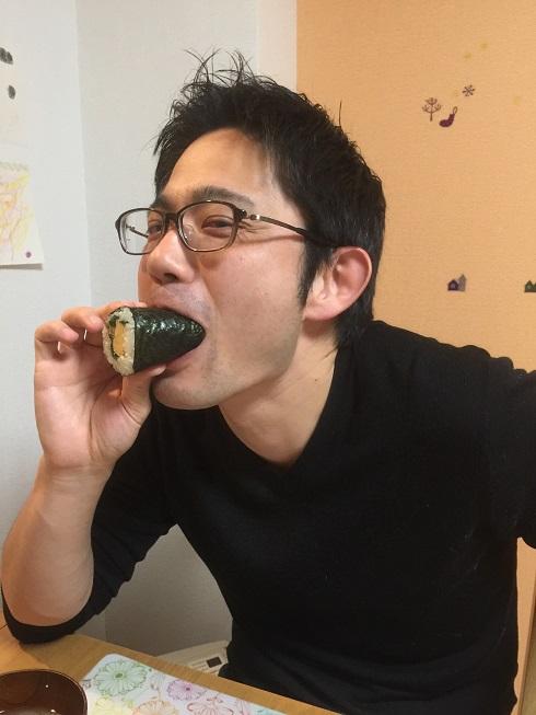 恵方まきをほうばる柴ちゃん!!!一気に食べるのはちょっと危ない気がしました。
