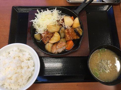 柴ちゃんの頼んだ黒酢あんかけ定食。