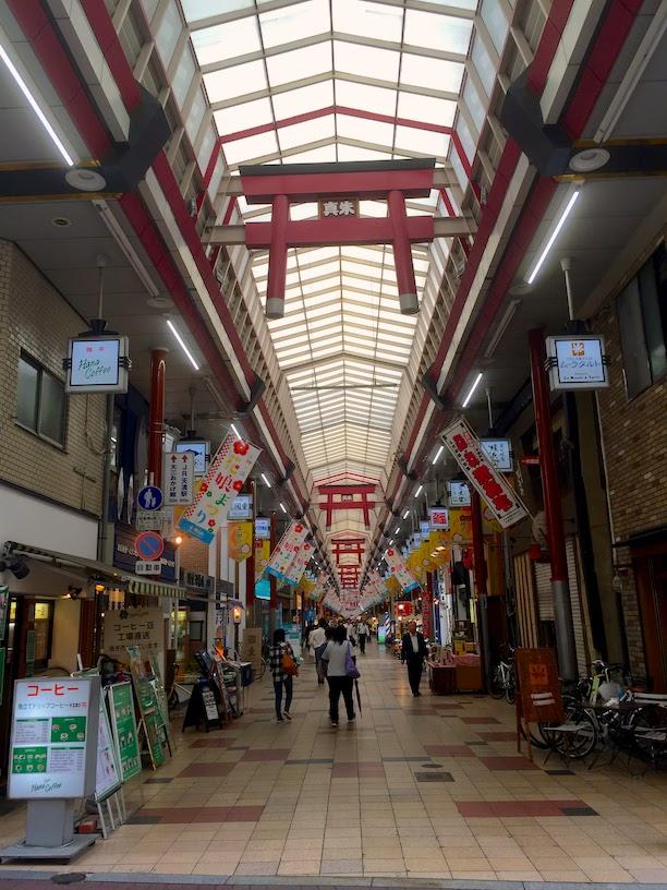 大阪にある日本一長い商店街。天神橋筋商店街。
